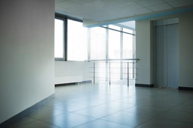 Leere lobby in einem modernen bürogebäude.