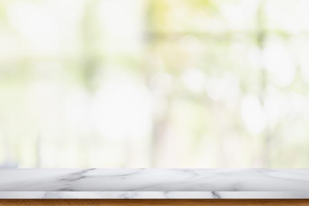 Leere marmortabelle mit unschärfewohnzimmerinnenraum.