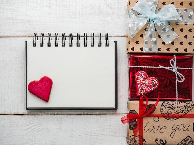 Leere notizblock-seite für süße wörter über liebe