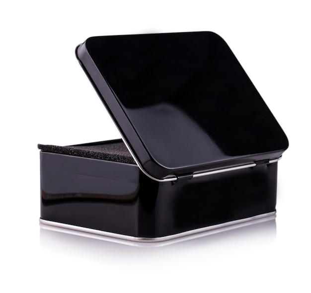 Leere offene schwarze metallbox nahaufnahme