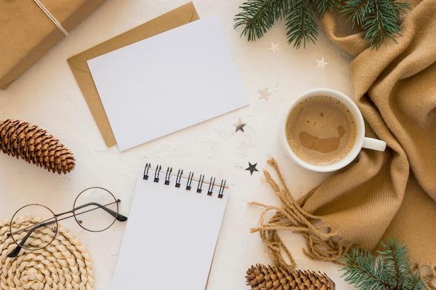 Leere papiere für flach liegendes briefpapier