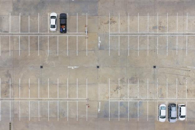 Leere parkplätze, luftbild.