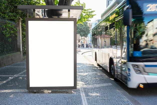 Leere plakatwand in der stadt - mock-up für werbung