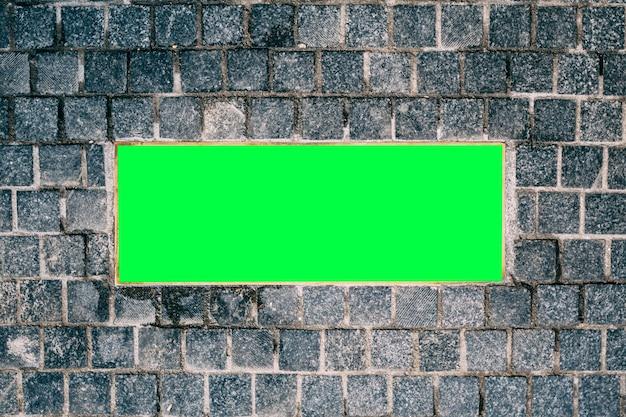 Leere plakette auf der steinmauerbeschaffenheit