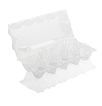 Leere plastik-eierbox isoliert auf weiß mit beschneidungspfad