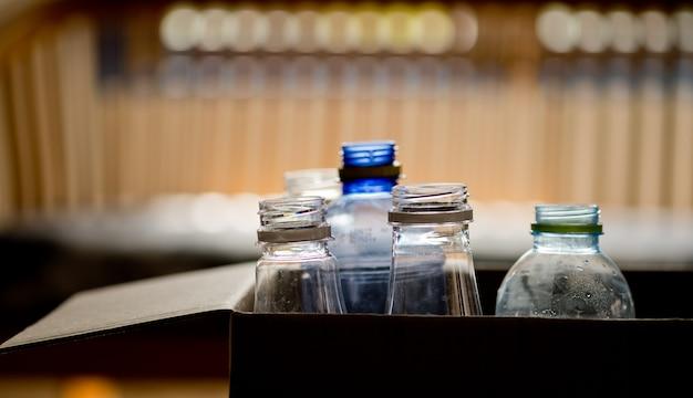 Leere plastikflasche