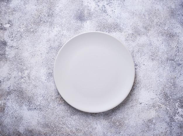 Leere platte auf konkreter tabelle