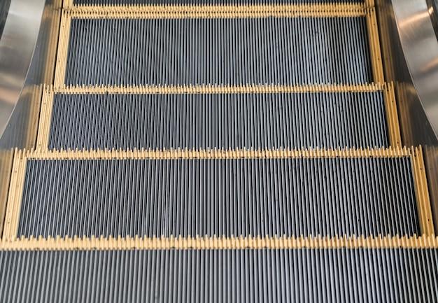 Leere rolltreppe treppen