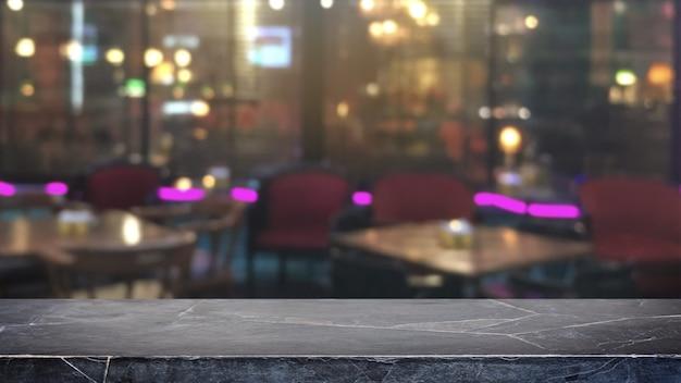Leere schwarze mable steintischplatte auf zusammenfassung unscharfen restaurant- und nachtklublichtern
