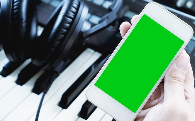 Leere smartphone-bildschirm für music studio-anwendung mock-up
