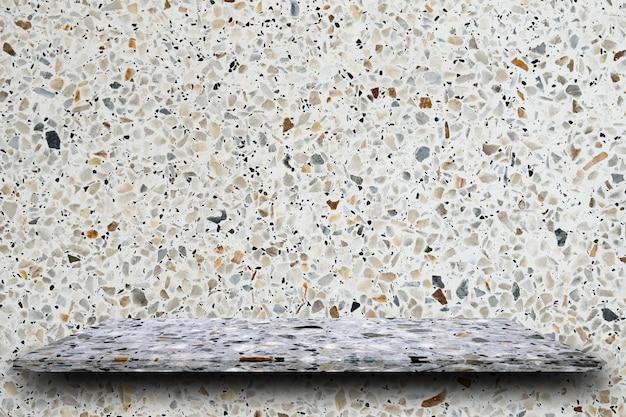 Leere spitze von polierten terrazzosteinregalen auf terrazzohintergrund