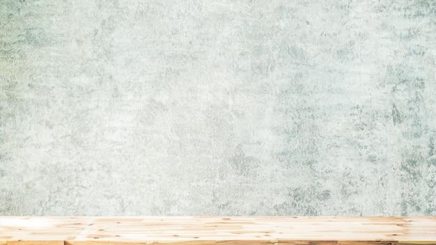 Leere spitzenregale oder tabellenholz auf betonmauerhintergrund für gesetztes produkt und irgendeine sache
