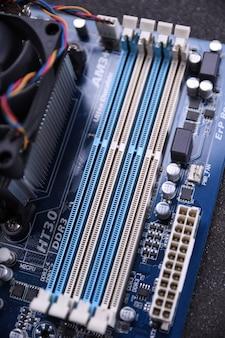 Leere steckplätze für ram auf dem motherboard