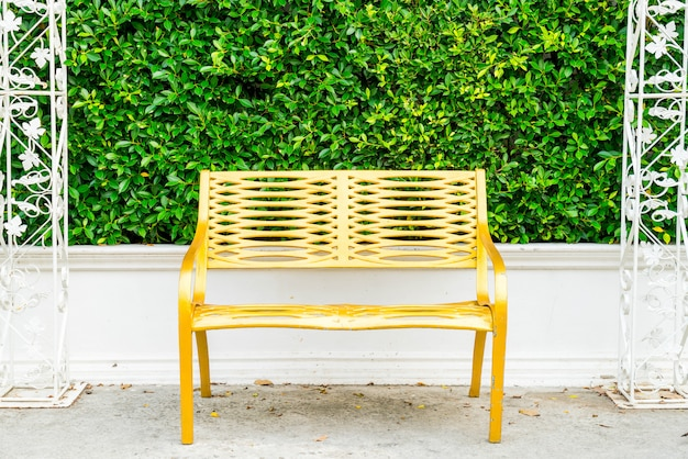Leere terrasse tisch und stuhl
