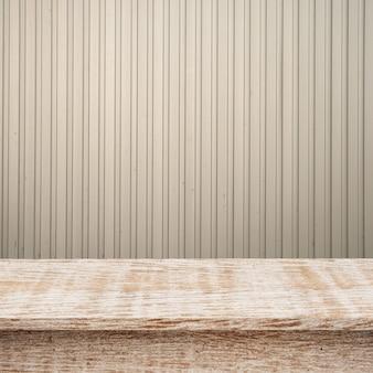 Leere top holz regale oder tisch auf stahl eisen wand hintergrund