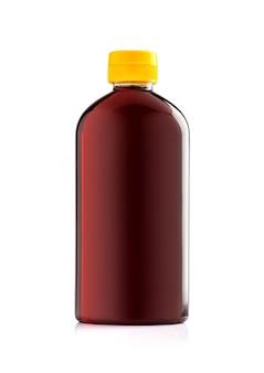 Leere verpackung braune plastikflasche mit gelber kappe zum würzen des produktdesigns isoliert auf weißem hintergrund
