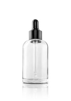 Leere verpackung transparente glas tropfer serumflasche isoliert auf weiß