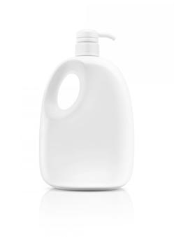 Leere verpackung, welche die produktflasche lokalisiert lehnt