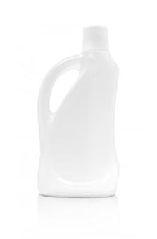 Leere verpackungswaschmittel-flasche lokalisiert auf weißem hintergrund mit beschneidungspfad