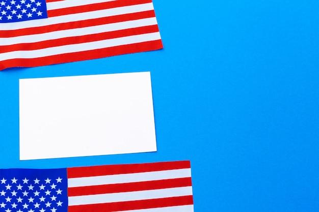 Leere visitenkarte mit amerikanischen flaggen