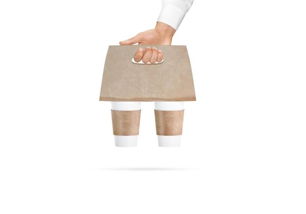 Leere weiße kaffeetassen bastelträgerhalter in der hand