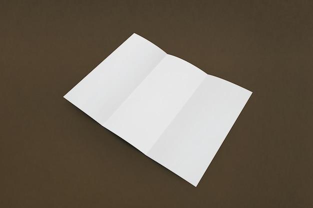 Leere weiße leere dreifach gefaltete broschüre
