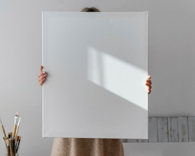 Leere weiße leinwand zum malen