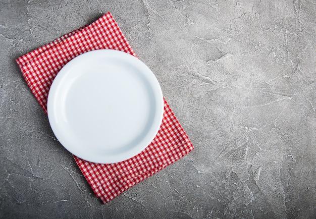 Leere weiße platte mit nupkin