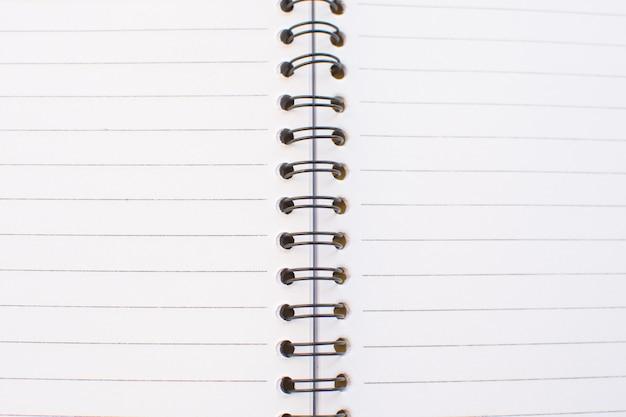 Leere weiße seite des notizbuches.