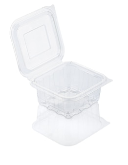 Leeren sie den transparenten lebensmittelbehälter aus transparentem kunststoff, der auf weiß mit beschneidungspfad isoliert ist
