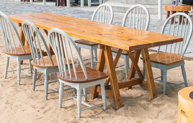 Leeren stuhl und tisch