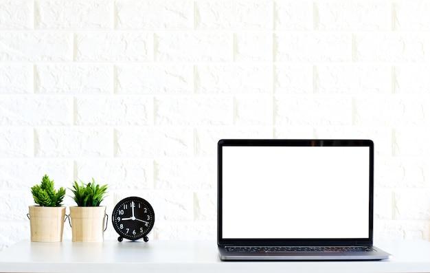 Leerer bildschirm moderne laptop-computer