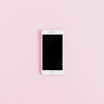 Leerer bildschirm smartphone auf rosa hintergrund isoliert. flach legen