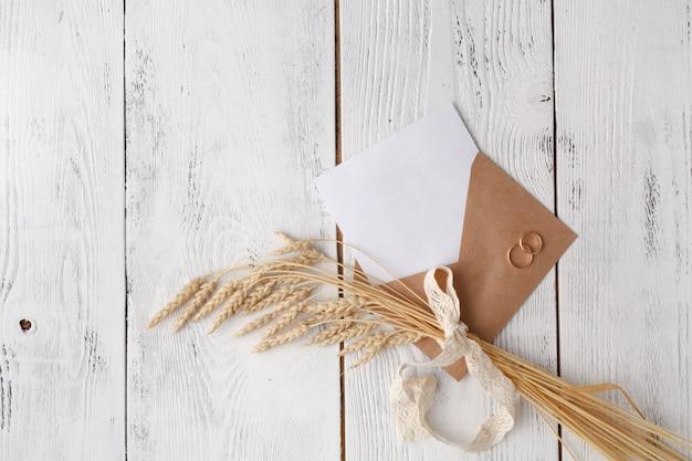 Leerer brief mit bastelumschlag