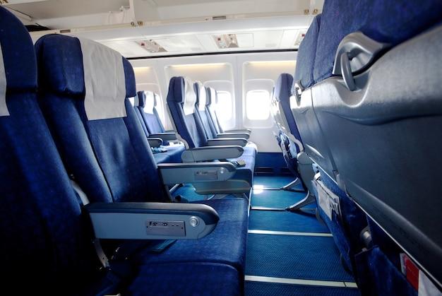 Leerer flugzeugsalon drinnen, reisehintergrund