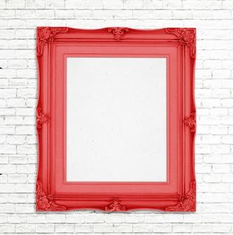 Leerer goldweinlese-fotorahmen auf weißer backsteinmauer, schablone für das hinzufügen des fotos