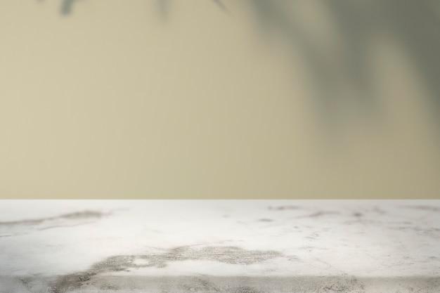 Leerer innenraum mit tropischem blattschatten