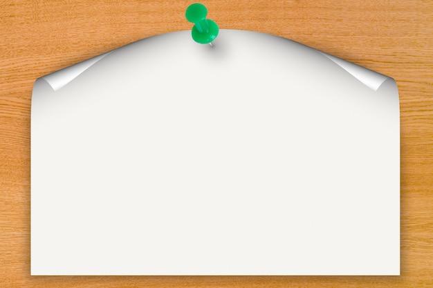 Leerer papierkräuselungshintergrund mit druckstift auf holzbrett