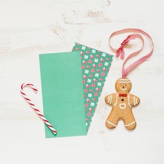 Leerer platz für weihnachtsgruß und lebkuchenmann