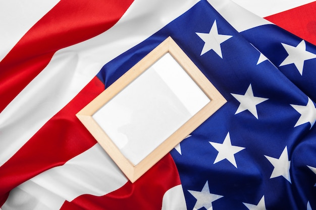 Leerer rahmen auf amerikanischer flagge