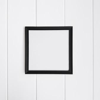 Leerer Rahmen über weißem Holz Hintergrund für Mock-up