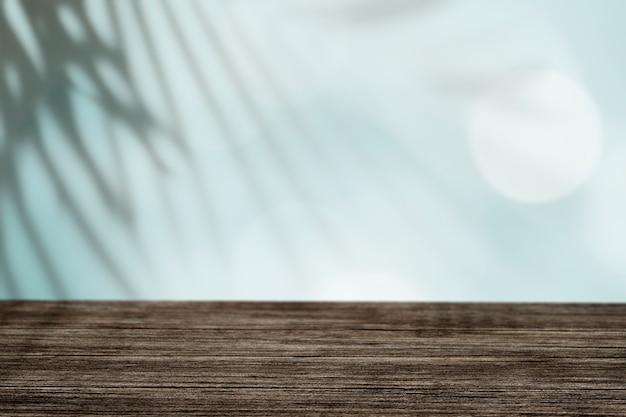 Leerer raum mit tropischem blattschatten