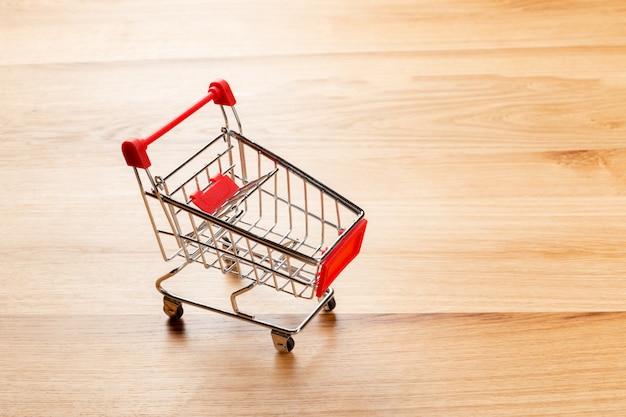 Leerer supermarkt-einkaufswagen
