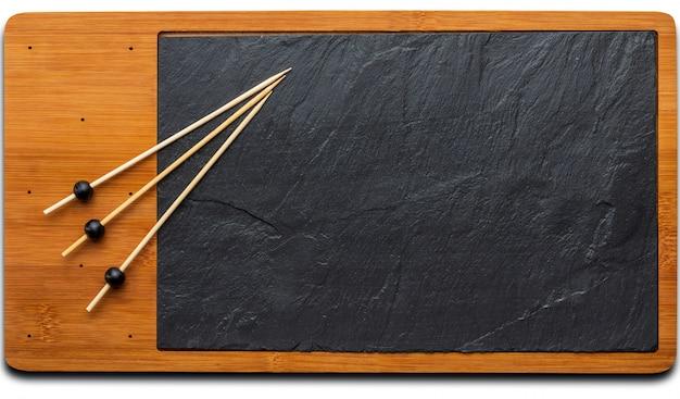 Leerer tisch für käse und andere öffnungen. copyspace (copy space) tafel. zahnstocher. draufsicht.
