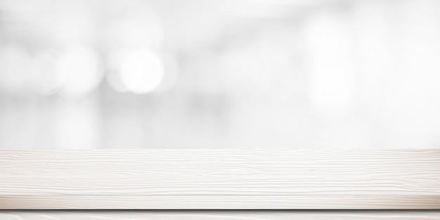 Leerer weißer holztisch über unscharfem speicher mit bokeh hintergrund
