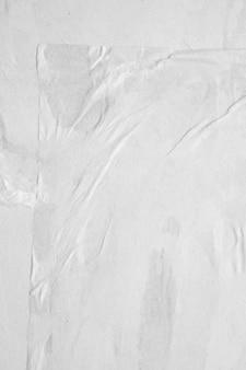 Leerer weißer zerknitterter und zerknitterter papierplakatbeschaffenheitshintergrund