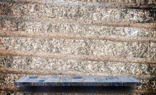 Leeres anzeigenregal auf grungy schmutzzementwand für produktanzeige
