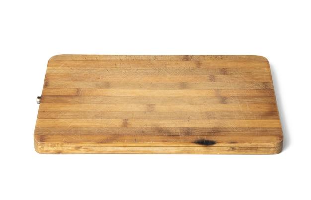 Leeres braunes rechteckiges küchenbrett aus holz isoliert auf weißem hintergrund