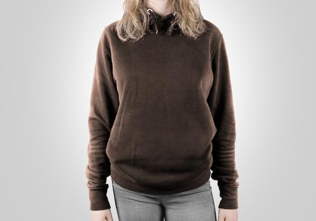 Leeres braunes sweatshirt lokalisiert