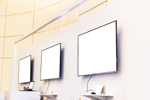 Leeres display mit laptops bei der veranstaltung